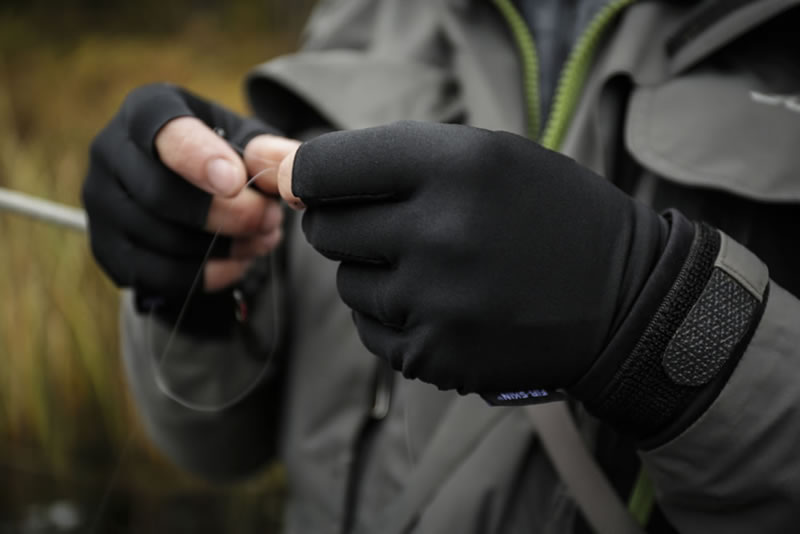 Fly Fishing Gloves Guideline Fir-Skin - In Action