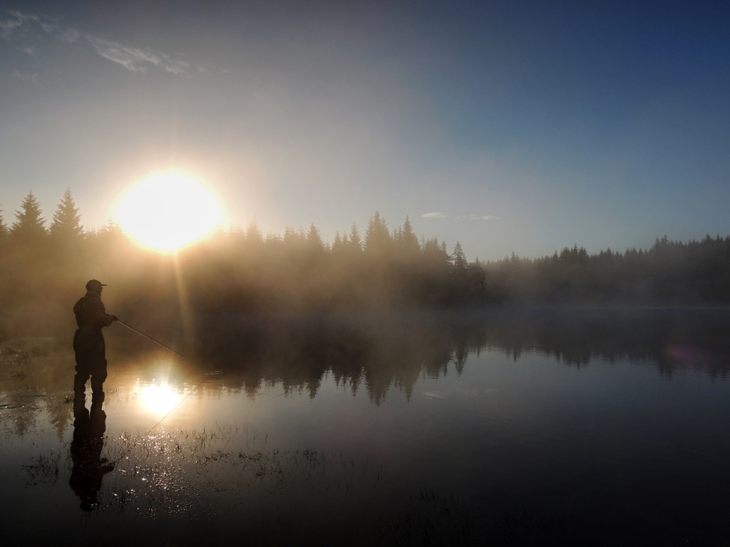 In the hot summer months, it is ideal to visit trout lakes early in the morning - often before dawn. Trout are often active very close to the shores where they collect insects falling on the water surface, or they hunt in flocks of small fish as minnow.